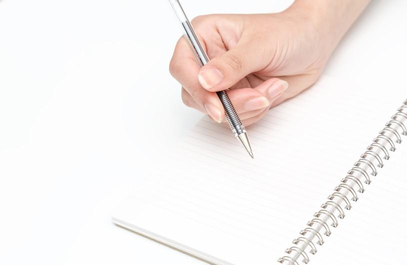 退職届の書き方や封筒の選び方、入れ方。郵送はあり?