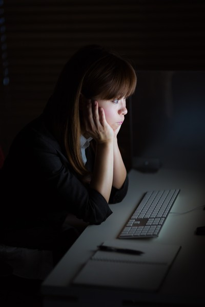 連続勤務がきつい!労働基準法では休日がどう定められているのか。