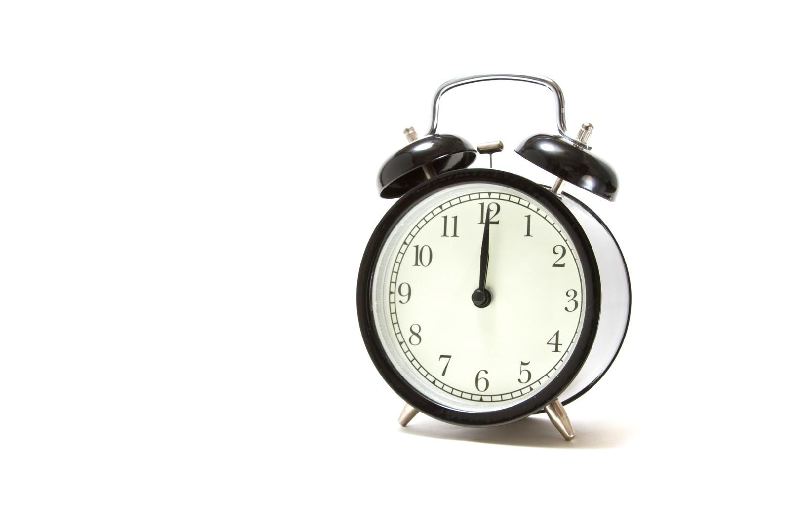 会社に遅刻した時の言い訳や連絡方法。罰則にはどんなものがある?