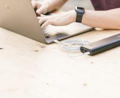 なぜ転職サイトや転職エージェントが無料で利用できるの?企業側のメリットは?