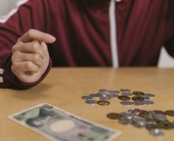 保育士の時給、もしかしたら最低賃金以下?