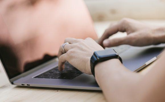 転職エージェント利用の流れ。選び方から面談、実際のサポートから内定、入社まで