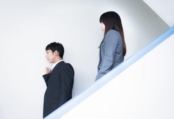 仕事ができない上司の下で働くリスク、ストレスはかなり大きいかも