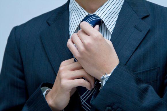 ビジネスマンの為のスーツの選び方。仕事ができるスーツの色はネイビーがおすすめ。