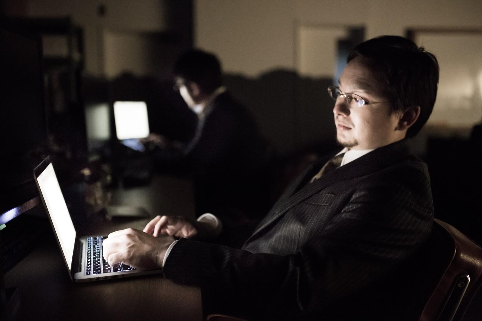 年俸制で残業が貰えないというのは間違い。休日出勤手当、深夜勤務手当も支給される。
