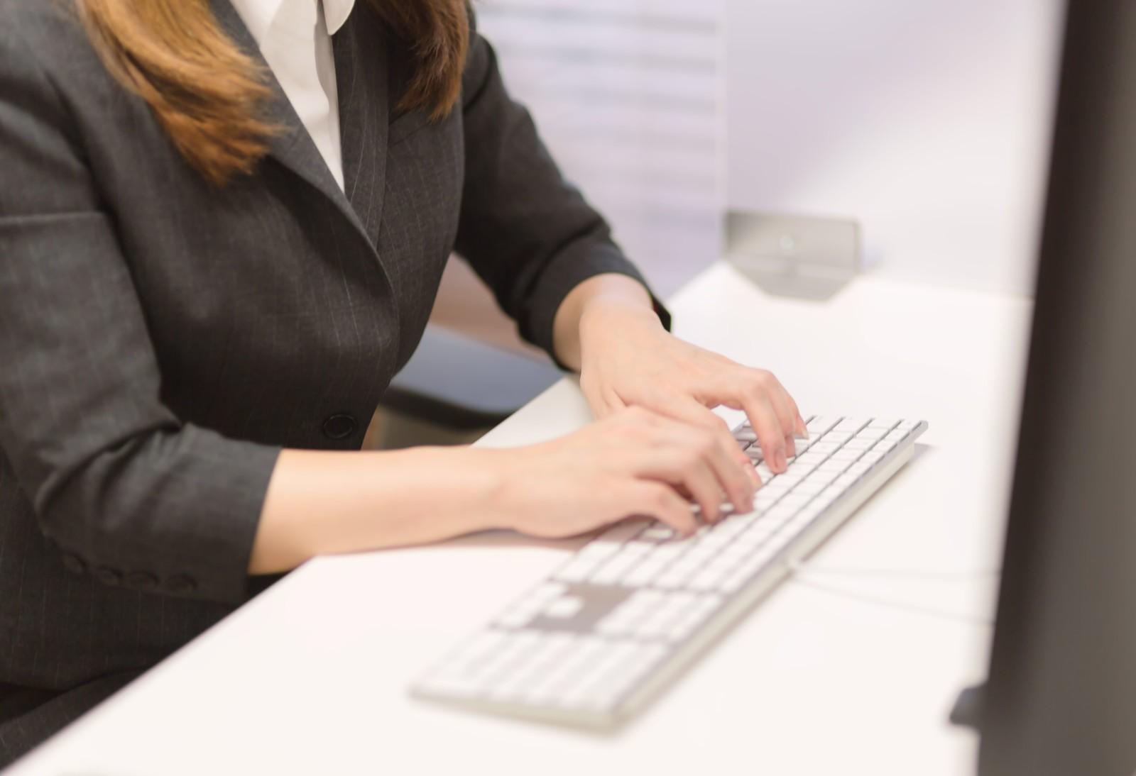 派遣社員として働いている人や直接雇用の実態。無期雇用を望む人はかなり多い。