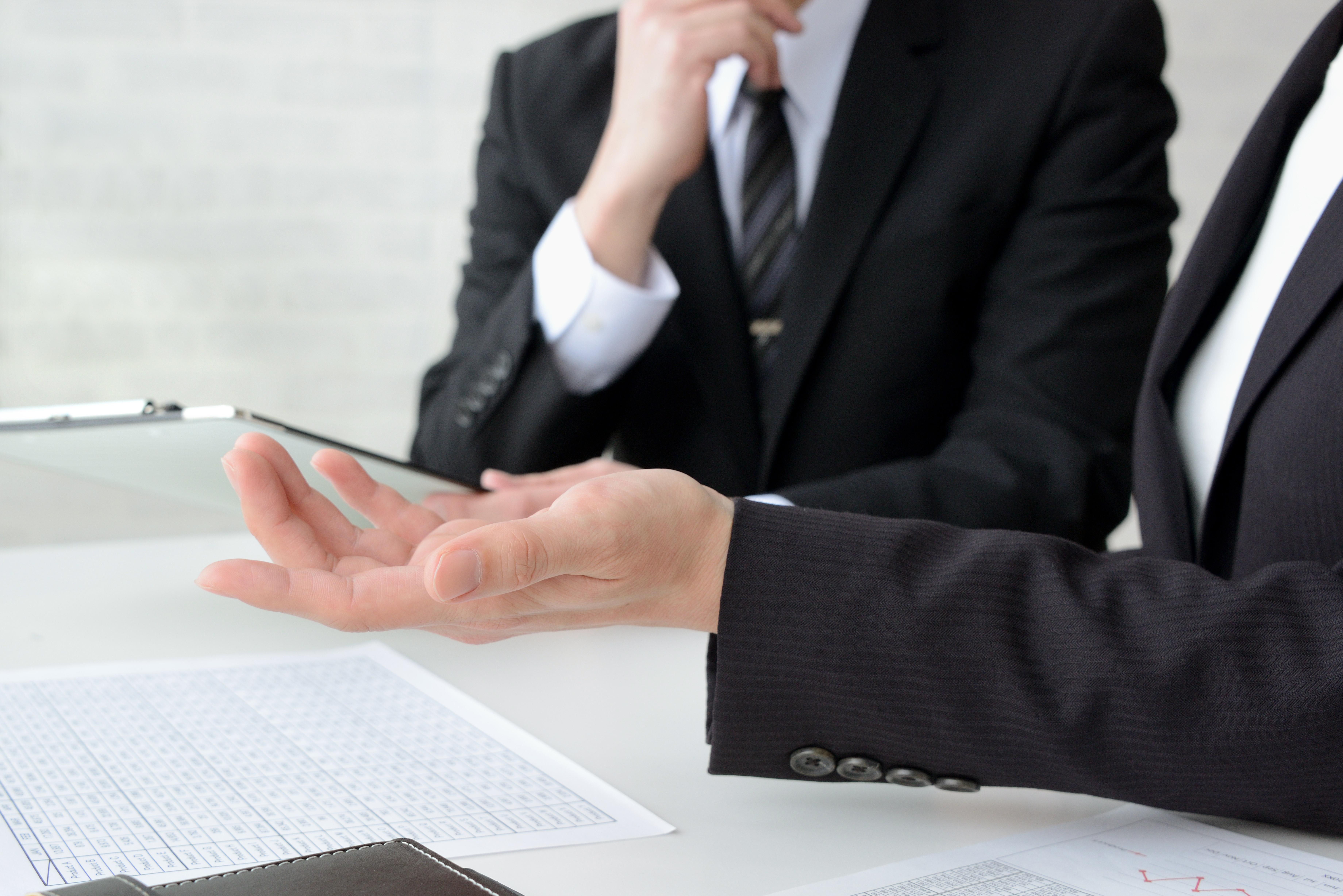 残業45時間を超えることが可能な場合とは?休日出勤の扱い、6回ルールなども要チェック。